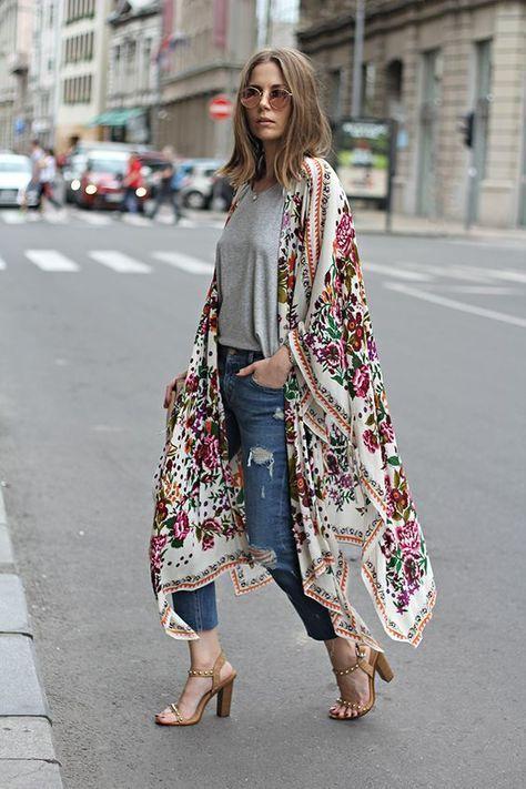 1eac317dcd053 ... kochamy trend BOHO w miejskiej dżungli! Do luźnych jeansów narzucamy  kwieciste kimono, a rękę bierzemy skórzana czarną torbę z frędzlami Lilou  INES, ...